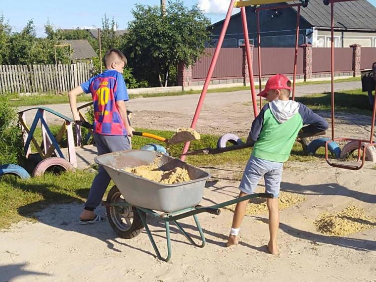 До ремонту долучаються і діти