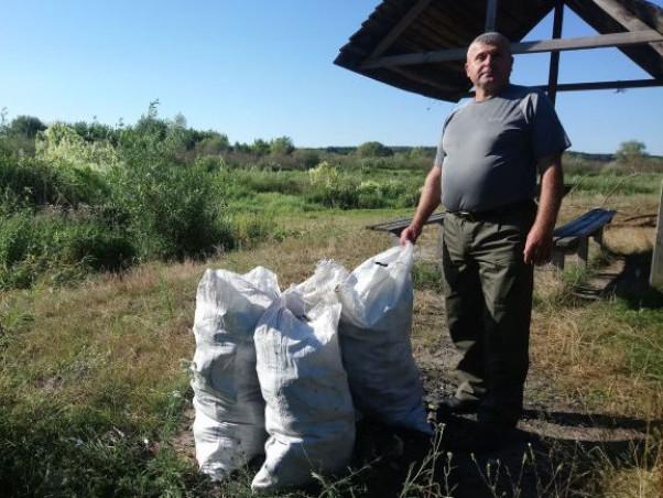 На березі річки Стир у Розничівському лісництві лісники прибирали смітники