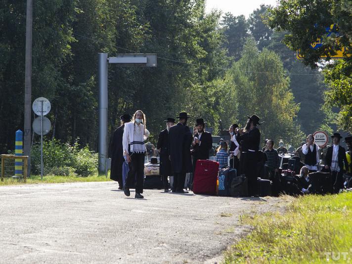 Хасиди на кордоні біля Дольська