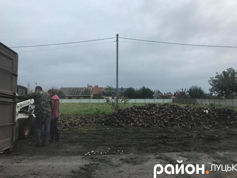 Біля Луцька перекинулася вантажівка: утворився великий затор