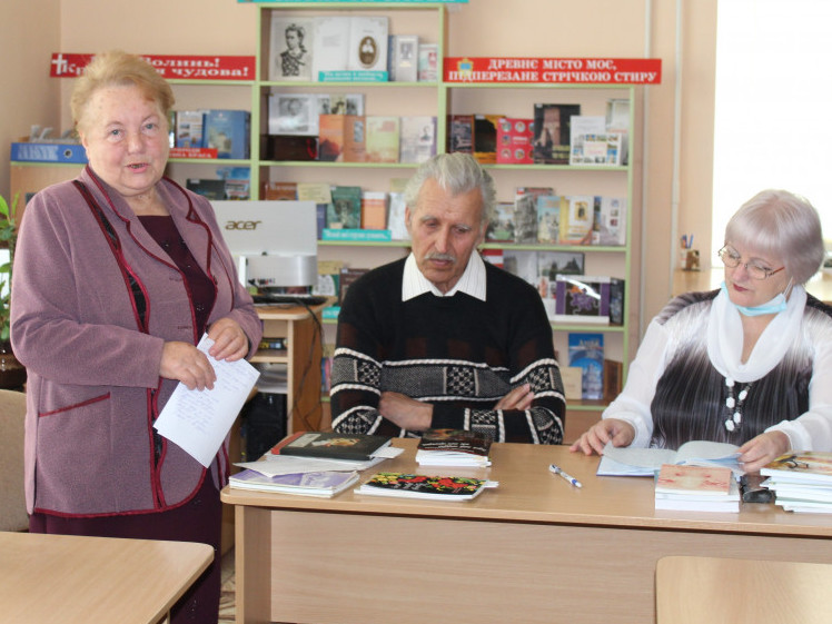 У Луцькій бібліотеці письменниці та письменники відзначали день поезії