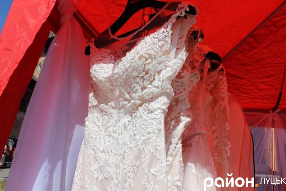 Неймовірно гарні весільні сукні