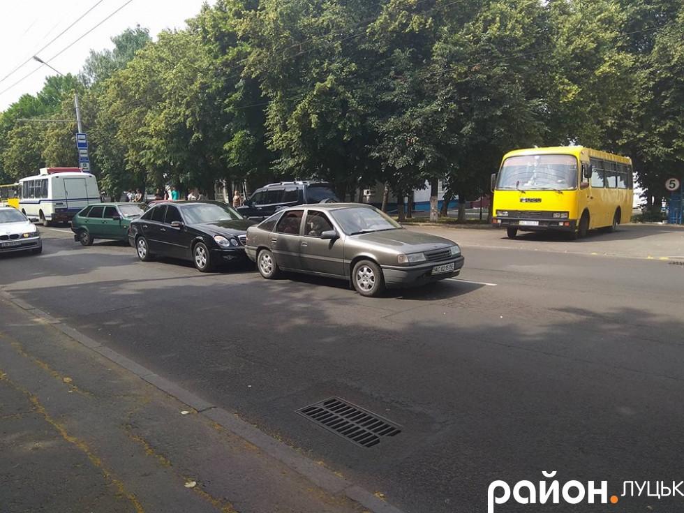 Аварія злегка ускладнила рух транспорту