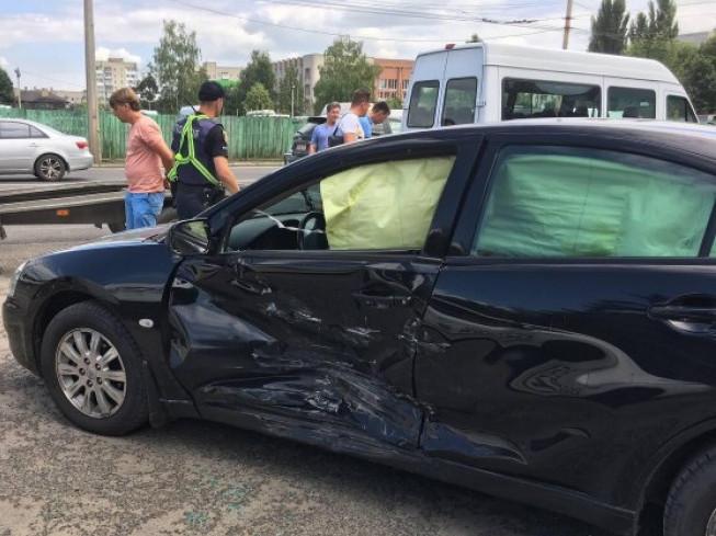 Пошкоджена у ДТП автівка