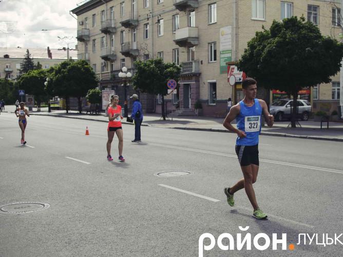У центрі Луцька відбулися змагання зі спортивної ходьби