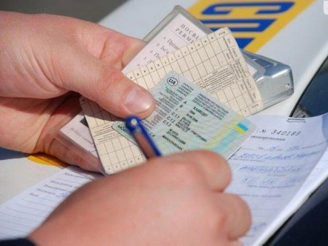 Судитимуть жителя Нововолинська, який підробляв документи на машини