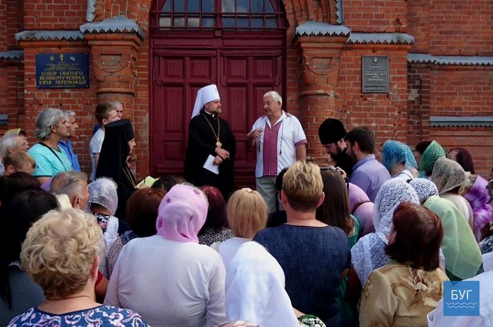 10-го липня члени утвореної комісії зустрілися з прихожанами на території собору Юрія Переможця