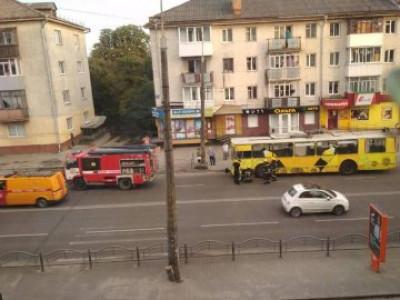 На проспекті Перемоги загорівся тролейбус