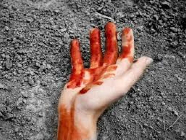 Безхатько ножицями вбив чоловіка