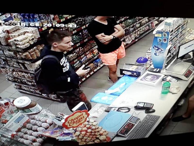 Крадіїв зафіксувала камера спостереження