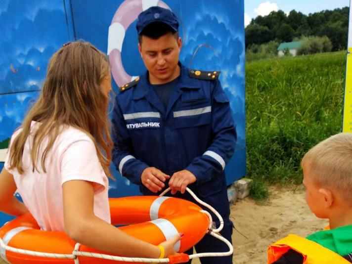 Майстер-клас від рятувальників для дітей у Любешеві
