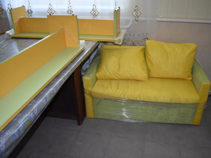 Для першокласників Володимирщини купили сучасні меблі