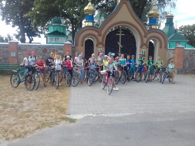 Віряни зі Здомишля на велосипедах відвідали жіночий монастир