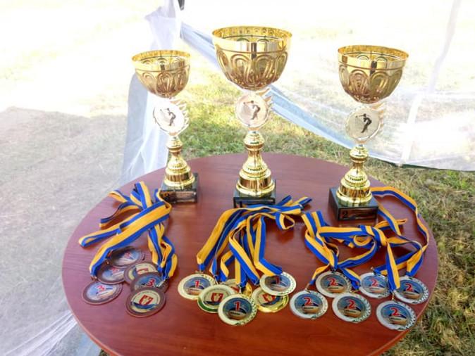 Трофеї чекають на переможців