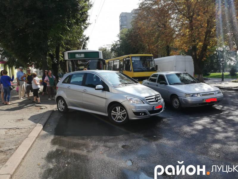 У центрі Луцька – «тягучка» через аварію