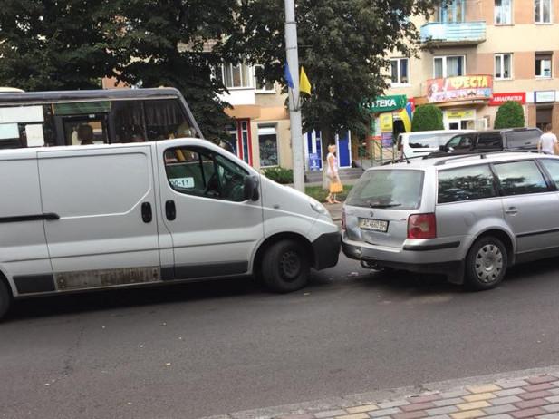У Луцьку мікроавтобус в'їхав в універсал