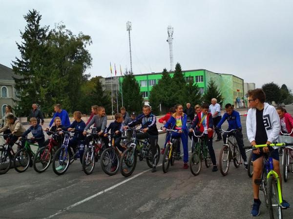 У селищі Іваничі організували велопробіг.