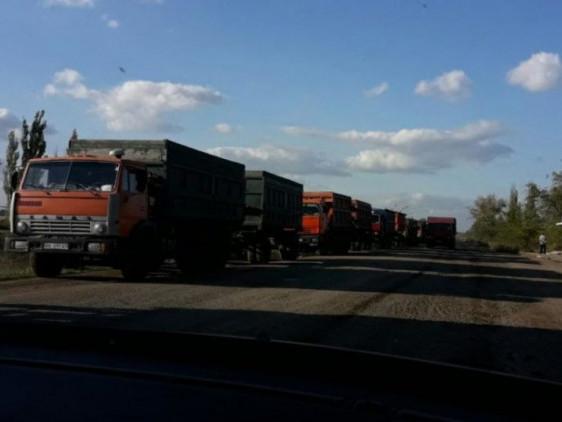 На Волині люди готові перекрити рух через вантажівки, які руйнують дорогу