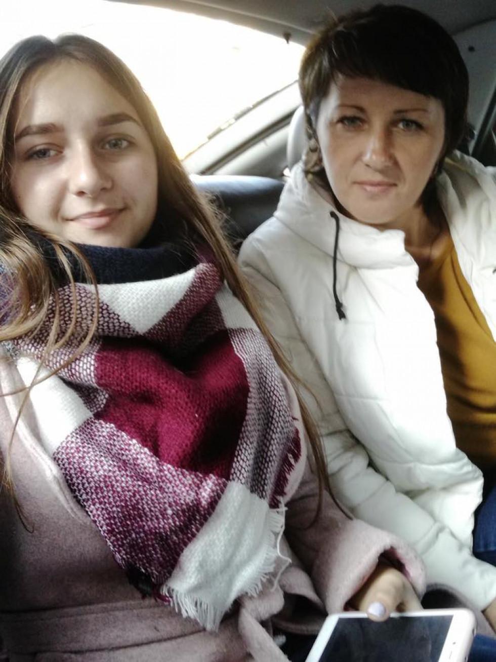 Альона із мамою