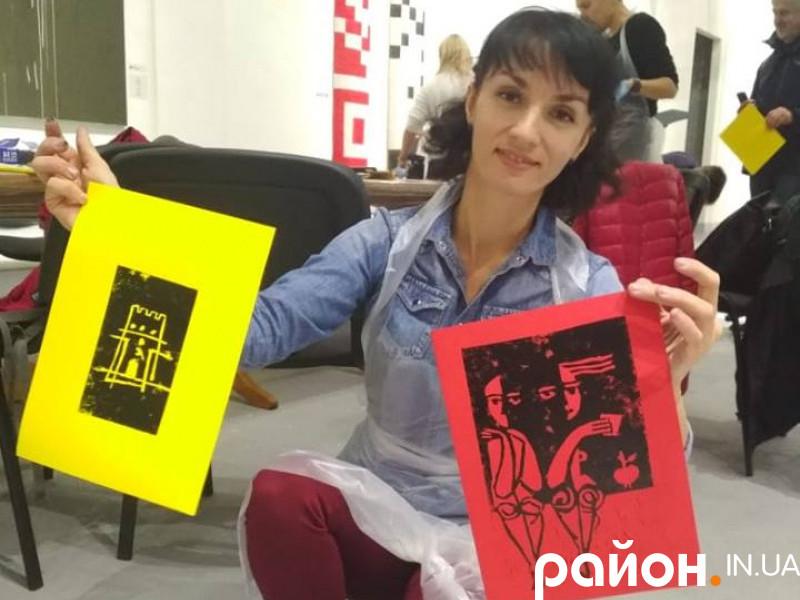 Луцька графістка Вікторія Федина на майстер-класі у київської колеги Альбіни Ялози