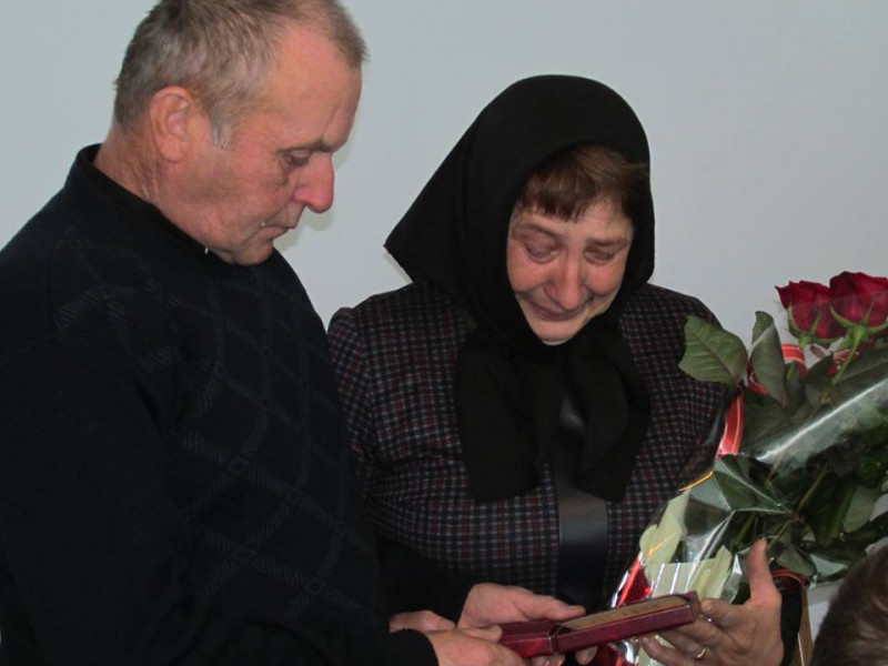 Батьки загиблого Героя з Камінь-Каширщини отримали посмертну нагороду сина