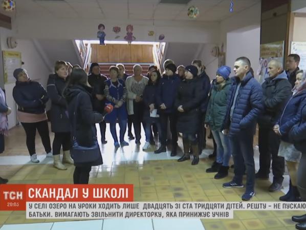 У селі Озеро директор школи протягом 14 років принижує дітей та педагогів