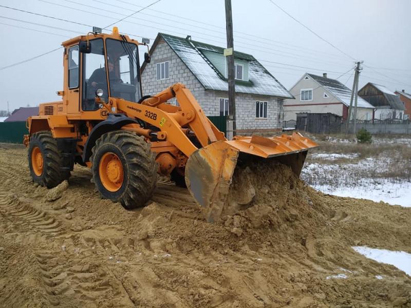 Працівники комунального господарства зробили дорогу на двох вулицях Каменя-Каширського на прохання місцевих жителів