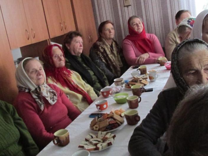 У Камені-Каширському пригощали людей з інвалідністю