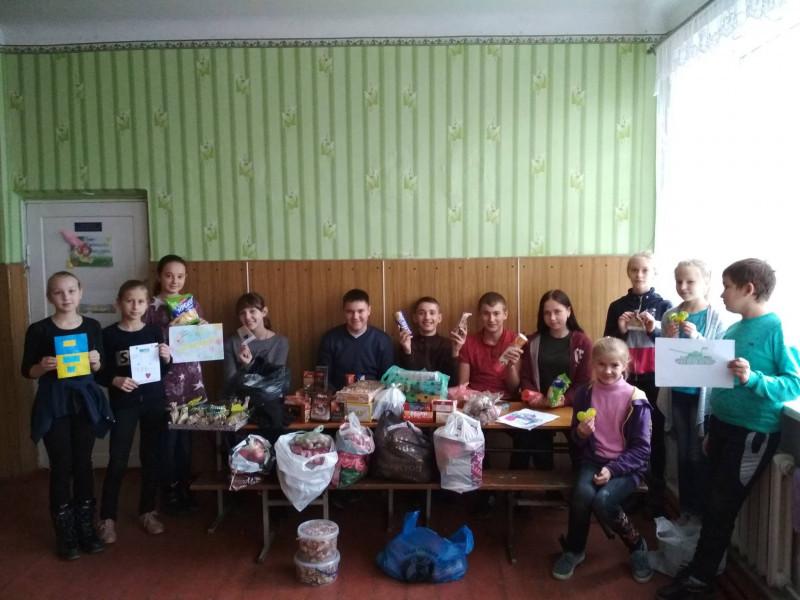На Острожчині зібрали продовольчі продукти українським військовим