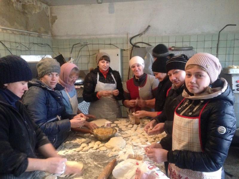 Олика: у селищі зібрали допомогу бійцям на Схід