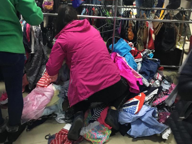 «Бариги» купують одяг у ковельських секонд-хендах і перепродають в інших районах
