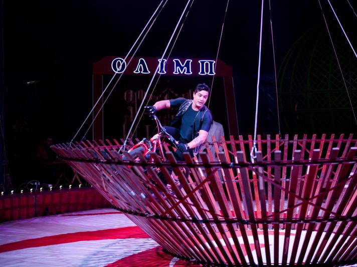 Кадр з виступу в цирку «Олімп»
