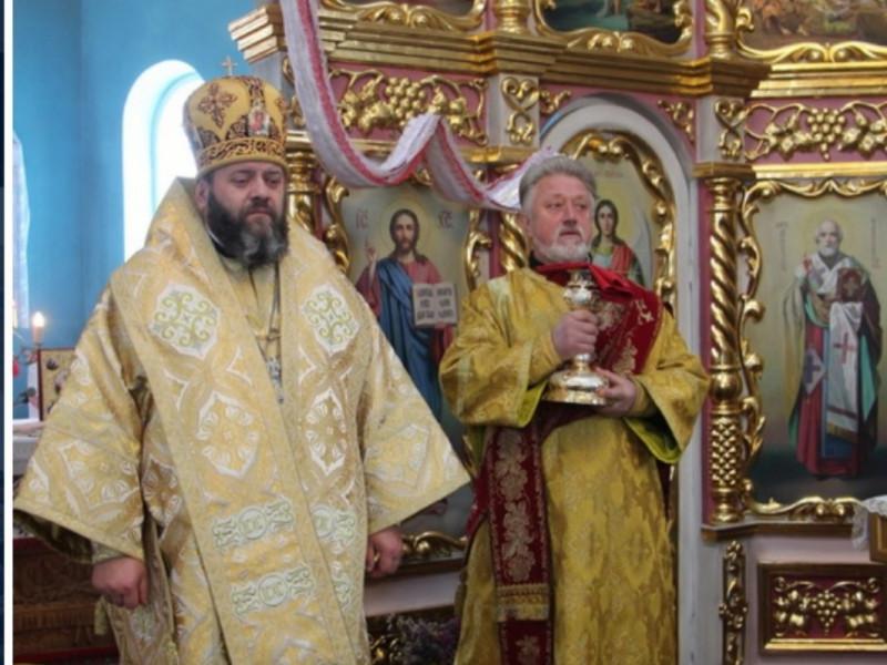 У храмі святителя Миколая Чудотворця, що у Камені-Каширсьокму, престольне свято очолив Владика Михаїл