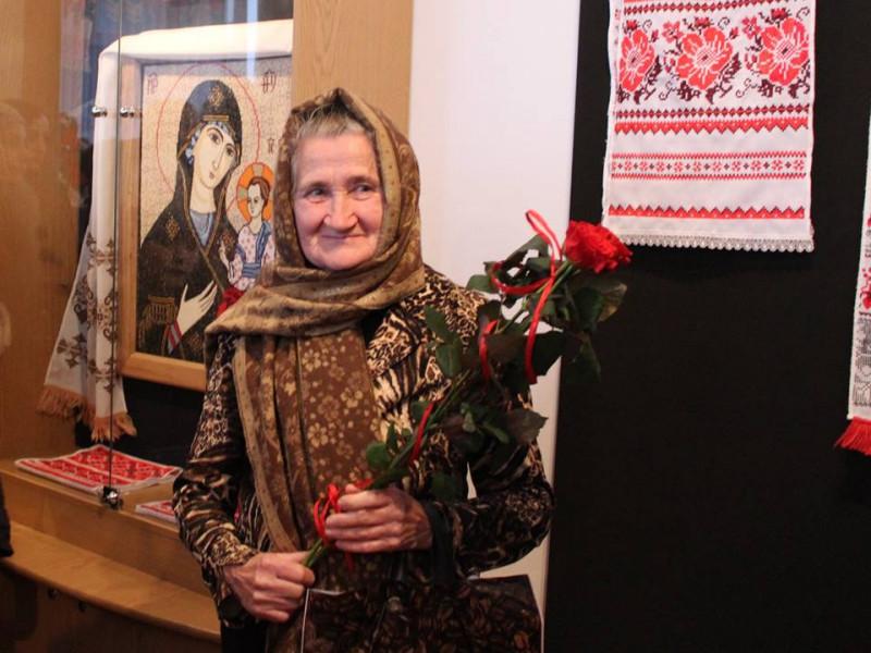 Вишивальниця Анастасія Хацьор