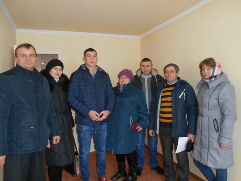 Володимиру Колкутіну з П'ятикор купили двокімнатну квартиру в Локачах.