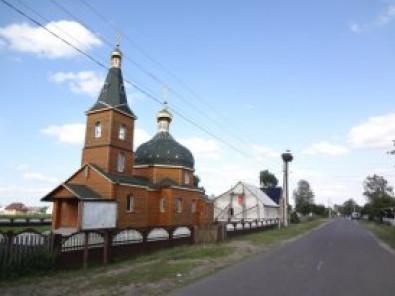 У центрі села Невір