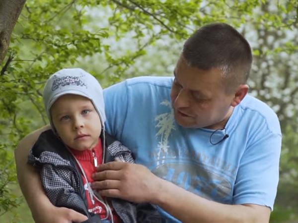 Михайлик Романчук з татом Василем