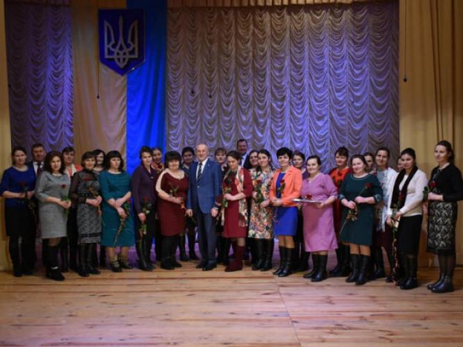 25 матерів-героїнь Камінь-Каширщини отримали високі державні нагороди. ФОТО