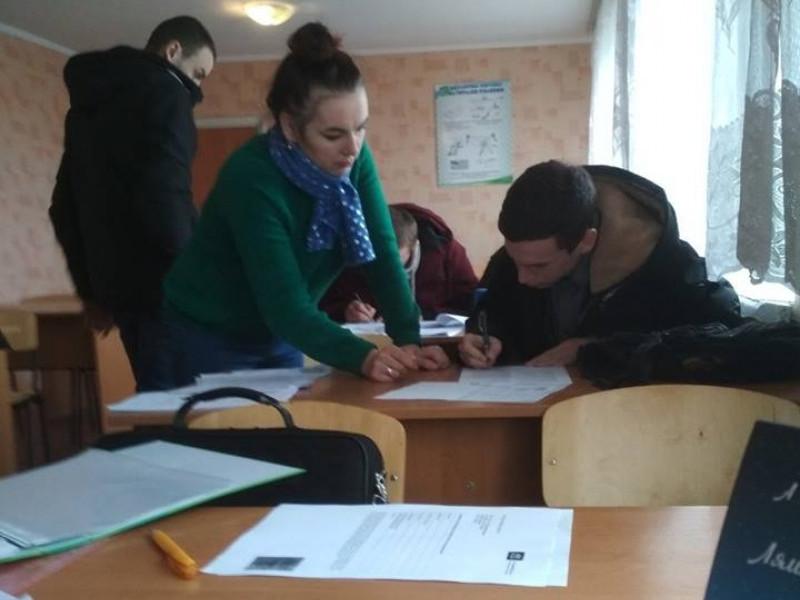 Студенти підписують угоди
