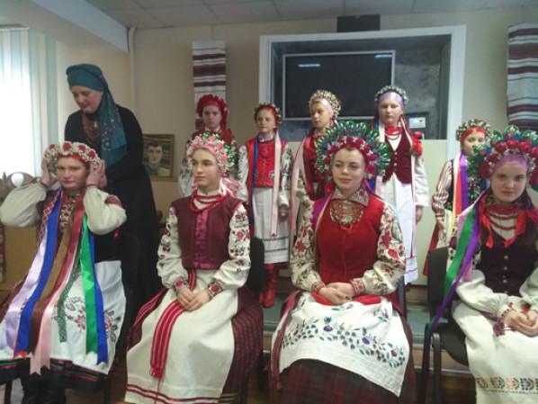 Лучанам показали, як виглядає традиційне волинське вбрання