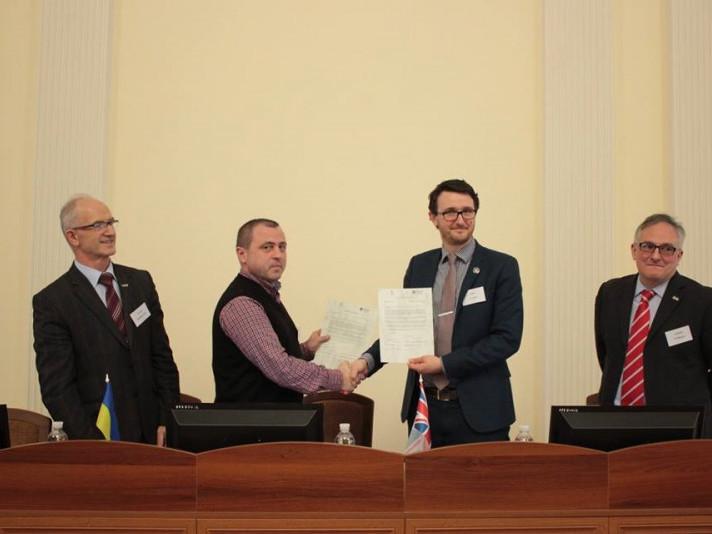Острозька академія та університет Великобританії видаватимуть спільний диплом