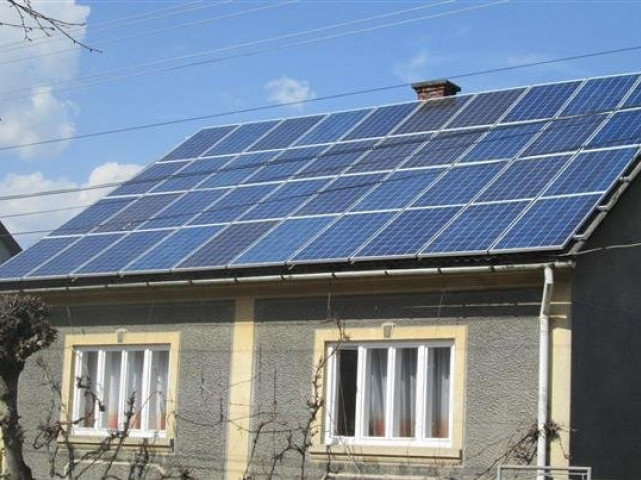 Сонячні батареї на закарпатських хатах