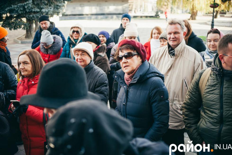Оксана Забужко на ранковій прогулянці з Олександром Котисом