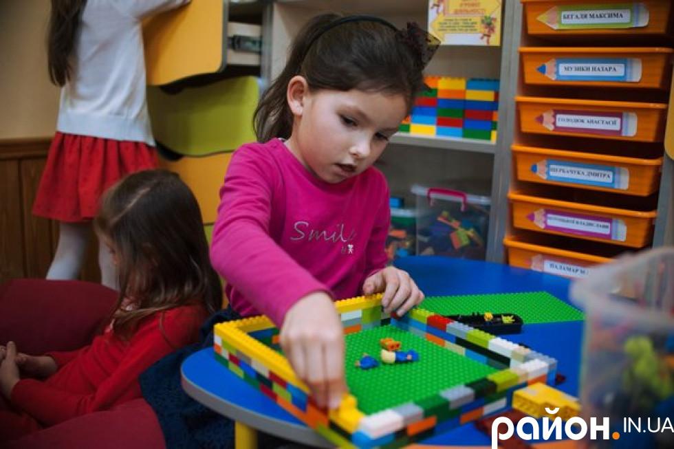 Від маневицького управління освіти школа отримала фінансування на всі необхідні для першокласників та їх розвитку іграшки