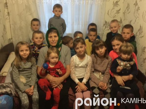 Зінаїда Матвійчук у свої 68 років має уже 60 онуків