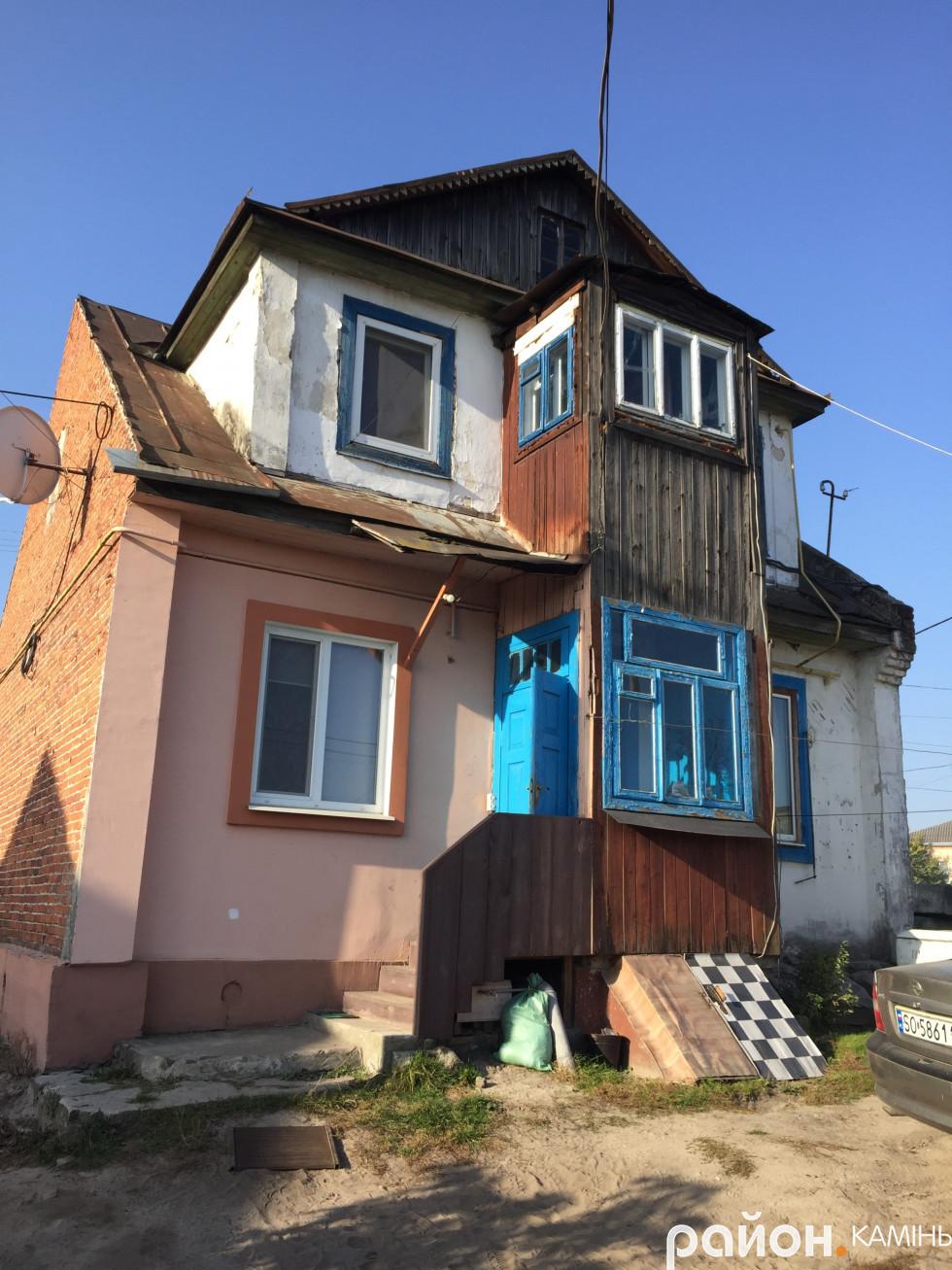 Житловий будинок у Камені-Каширському з двору. Колись тут жили Качмареки.
