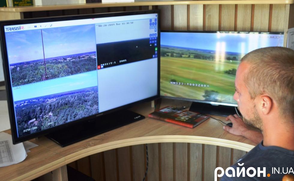 Закільцьовані між собою чотири відеокамери дають змогу майже одночасно дивитися онлайн за понад 22 гектарами лісу чотирьох лісництв Маневиччини.