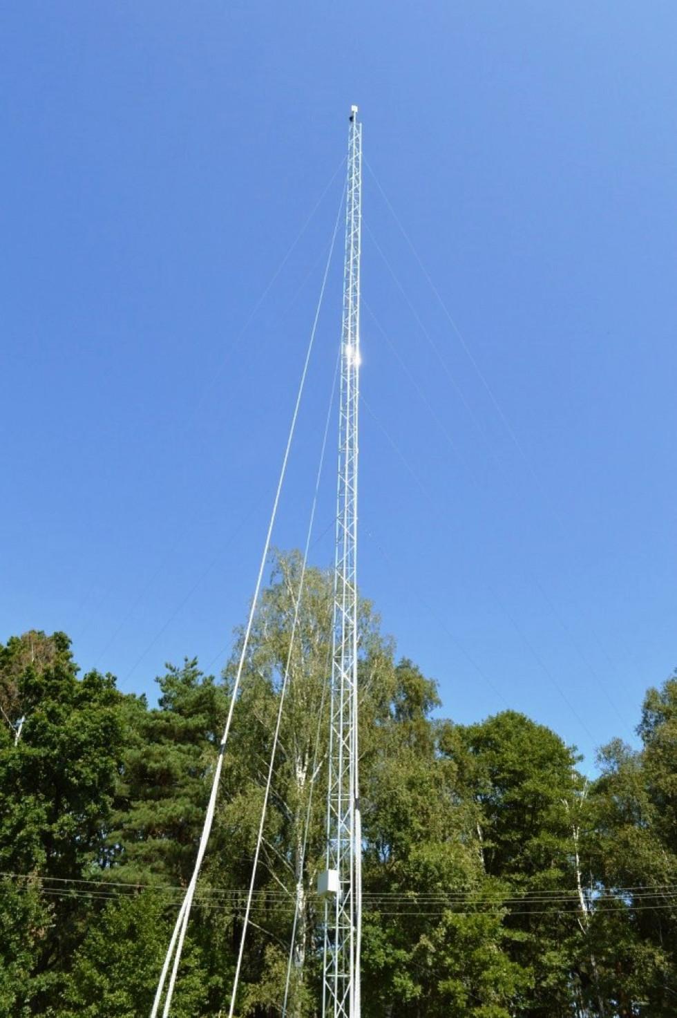 У Мощаницькому лісництві на понад 40-метровій вишці встановили відеокамеру, що безперервно повертається по всьому периметру.