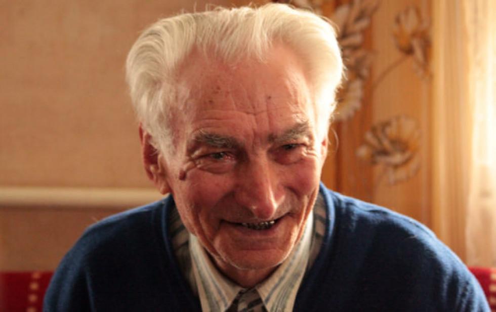 У селі Мельники Камінь-Каширського району, недалеко від польського кордону, розмовляли з Миколою Петровичем Бляшуком, який народився 1929 року. Він не ром, але розповів, що до Другої світової у селі мешкала одна ромська сім'я