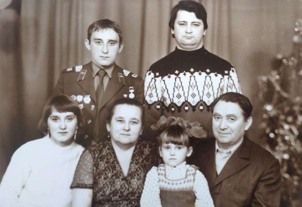 У колі сім'ї 1984 рік